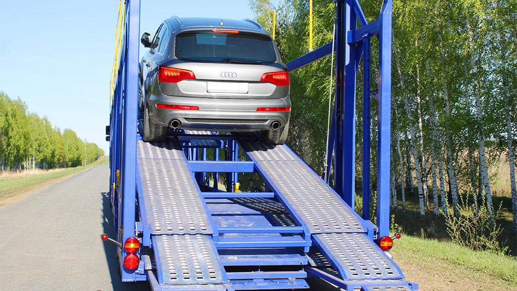 автовозы фото и картинки АСТ 949220 с автомобилем audi q7